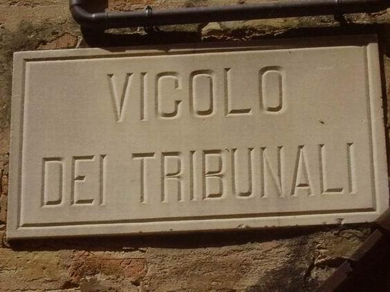 vicolo Dei Tribunali