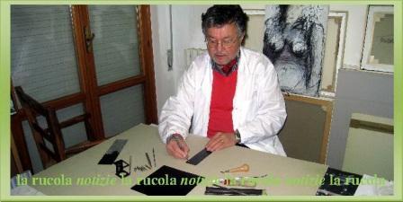 Carlo Iacomucci mentre incide una lastra