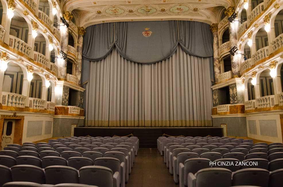 huge discount 8b753 27992 Macerata, il teatro Lauro Rossi   Associazione culturale La ...
