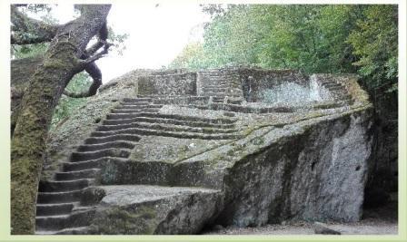 bomarzo piramide etrusca orizz
