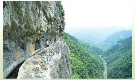 cina canale scavato a mano in montagna
