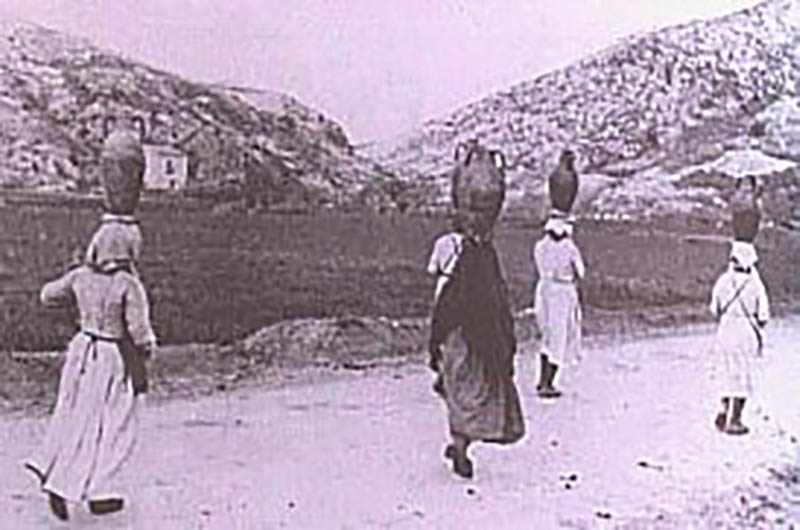 donne con brocche