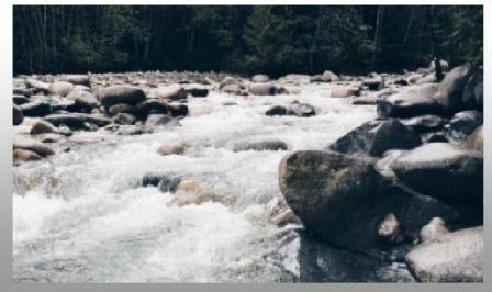 e in mezzo scorre il fiume