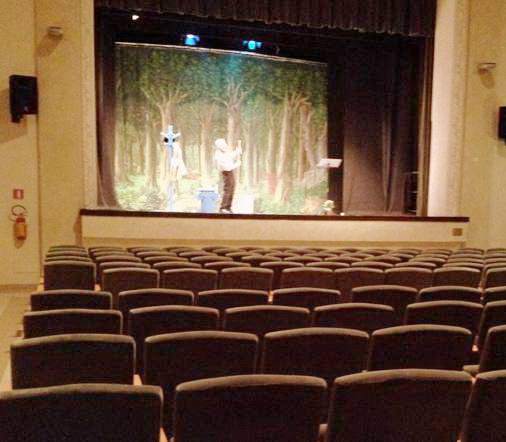 g. mongiano teatro vuoto