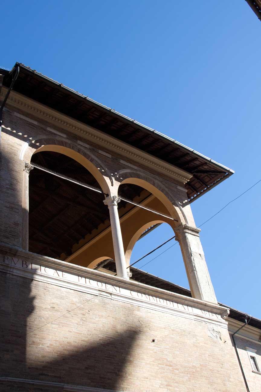 loggia-dei-mercanti-5