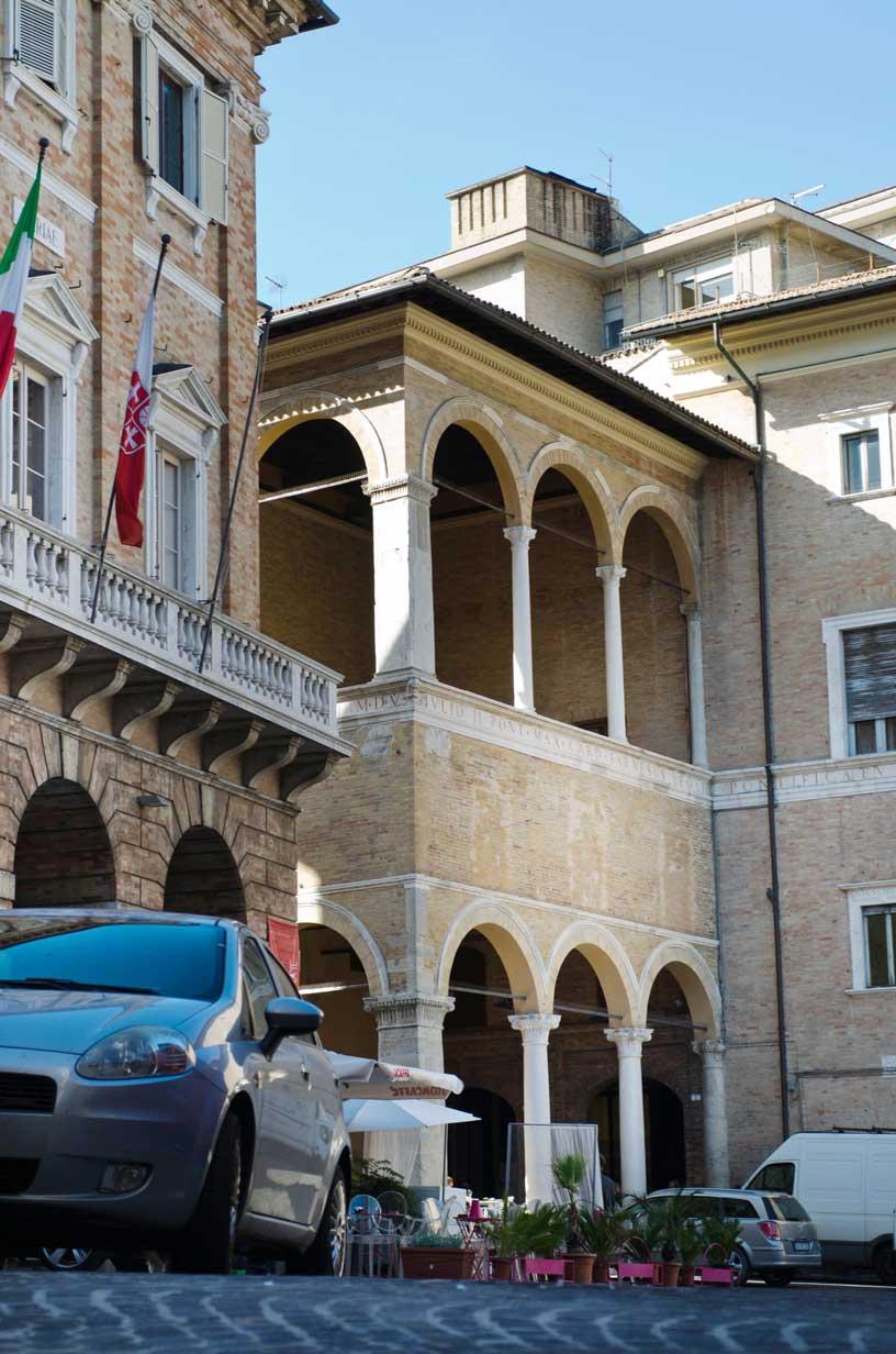 loggia-dei-mercanti-8