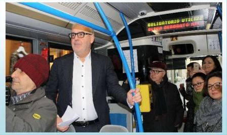 macerata-sindaco-e-giunta-nel-bus