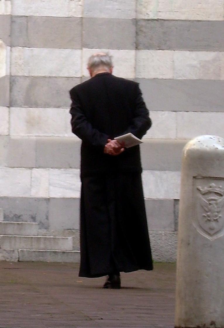 p 10 vecchio parroco