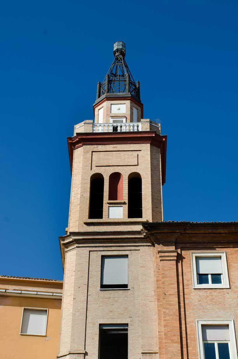 Piazza Mazzini, la lanterna della Casa del Fascio