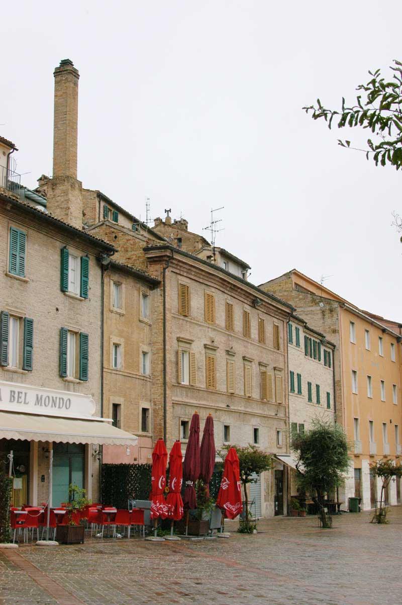 Piazza Mazzini, la ciminiera de lu furnu de Lallo