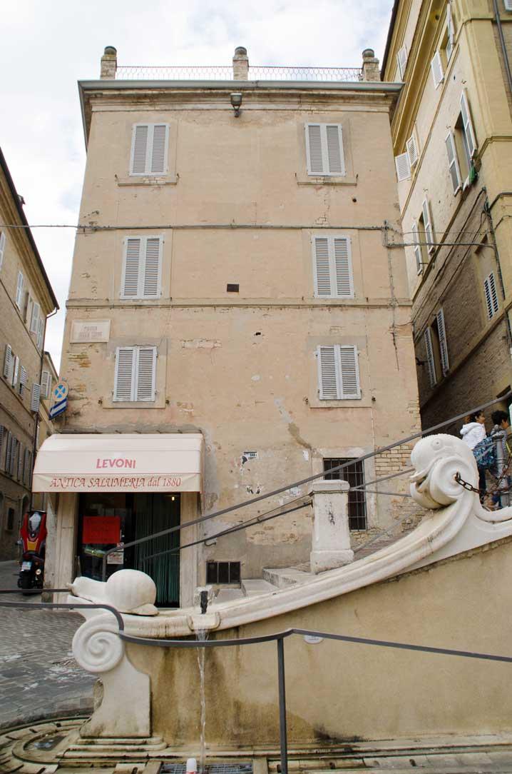 Piazza Mazzini, lu frisculuo, anche, lu pistrì