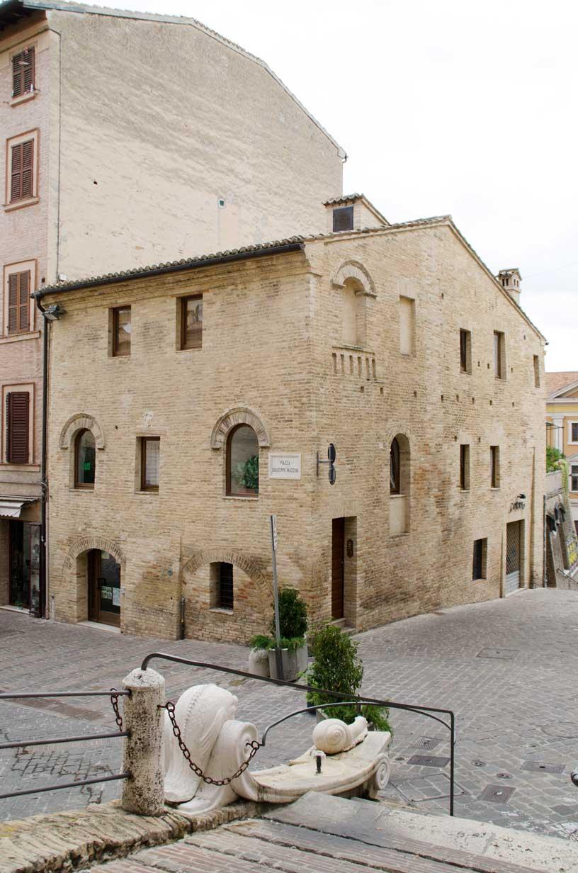 Piazza Mazzini, la casa del Podestà