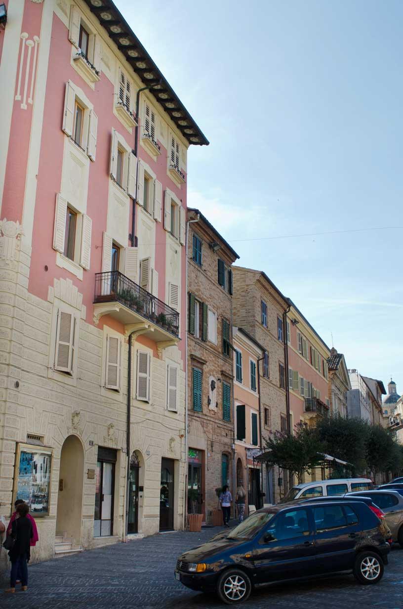 Piazza Mazzini, casa Machelli-Pesaresi