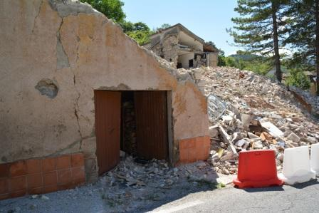 porta crollata visso ph f.pallocchini