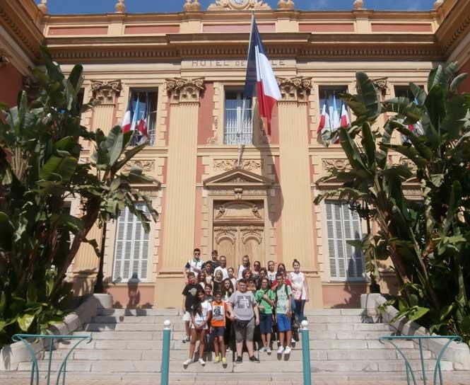 studenti-maceratesi-al-Comune-di-Menton