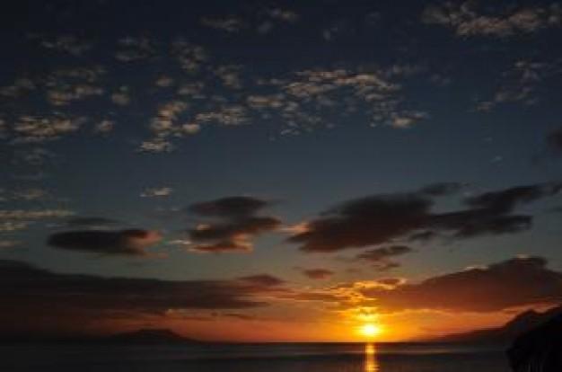 tramonto--cielo-blu_19-117536